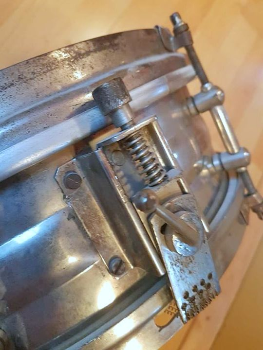 Unknown European snare strainer